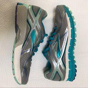 Brooks Adrenaline GTS 16 Running Shoe Size 8.5 M